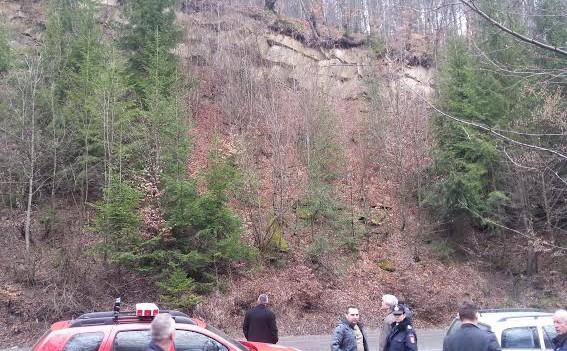 Posibilitatea desprinderii unor blocuri de piatră şi a unor bolovani pe DN 18, în atenția autorităților