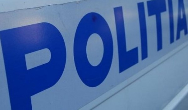 Polițiștii din Suciu de Sus au salvat trei persoane aflate într-un autovehicul blocat pe un drum public acoperit cu gheață