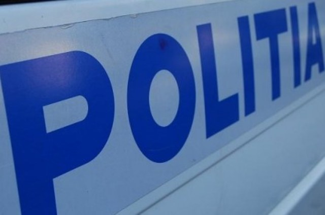 Un șofer din Vișeu de Sus a condus băut şi a lovit maşina poliţiei