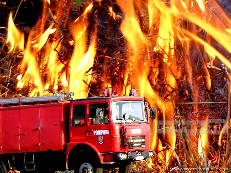 Incendiu la o casă din Poienile de Sub Munte. Trupul proprietarului a fost găsit carbonizat
