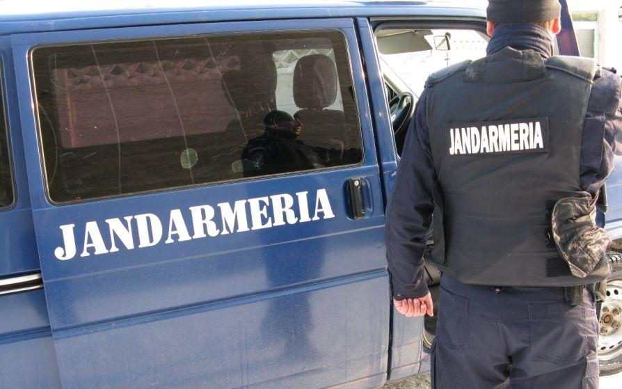 Sancţiuni aplicate de jandarmii maramureşeni. Un tânăr din Sălaj a aruncat cu o piatră după o mașină