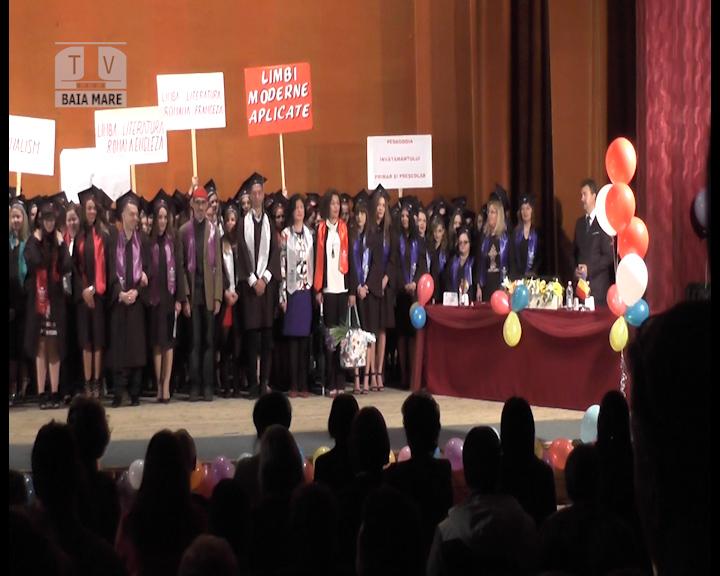 ''Vivat, crescat, floreat!'' Festivitatea de absolvire a Facultăţii de Litere din Baia Mare (VIDEO)