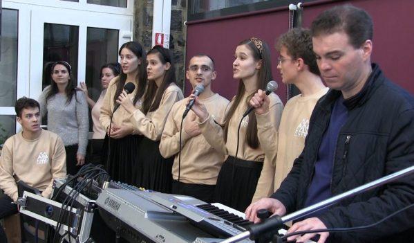 Premieră la Nistru. Peste 100 de copii au primit cadouri din partea bisericii penticostale (VIDEO)