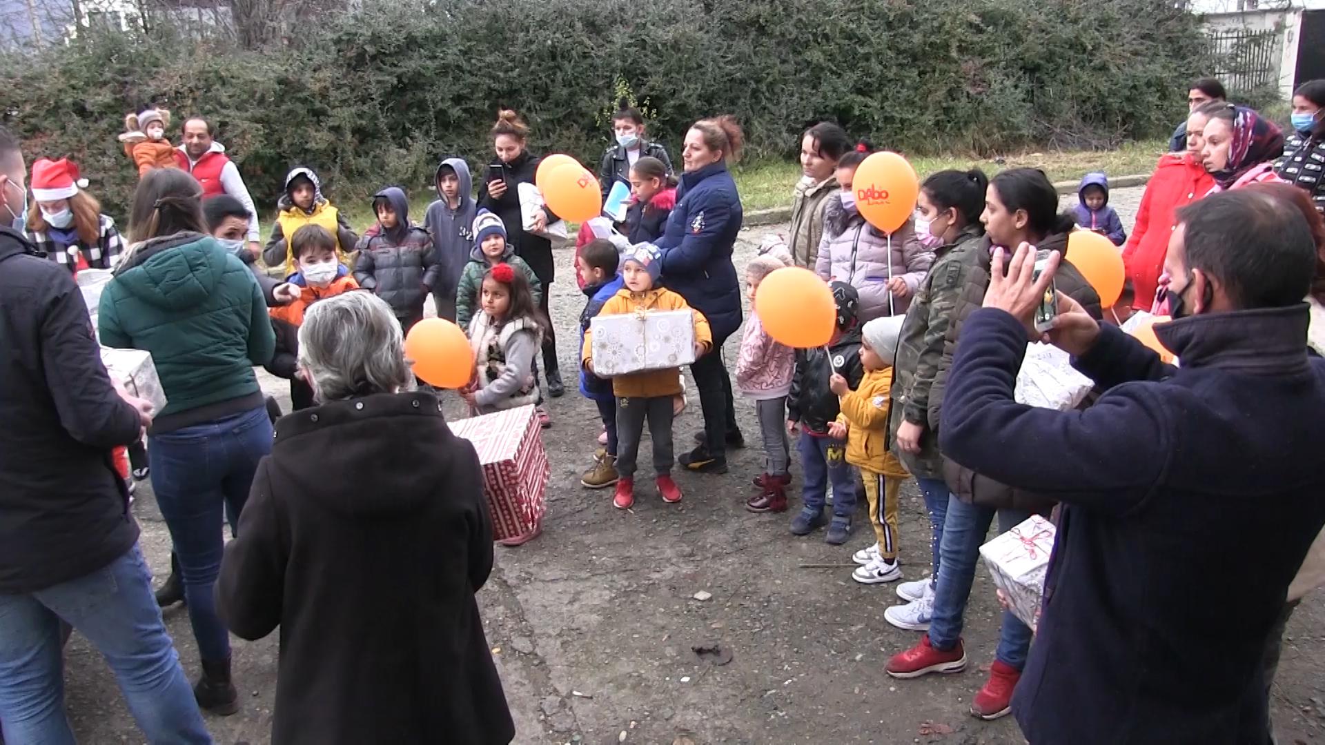Un munte de gânduri bune și tot atâtea cadouri pentru cei mici, de la DABO! (VIDEO)